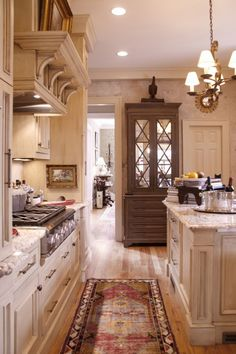 I like the crown molding shelf above the stove----the small curved supports add a voluptuous detail. Runner, colors