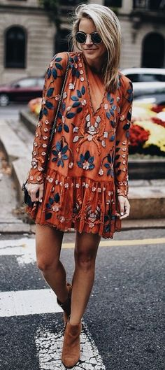 Bohemian dress - boho dress - boho chic style - boho chic outfit Would pair with leggings Super cute! Mode Outfits, Fall Outfits, Black Outfits, Country Outfits, Skirt Outfits, School Outfits, Boho Chic Outfits Summer, Orange Outfits, 30 Outfits
