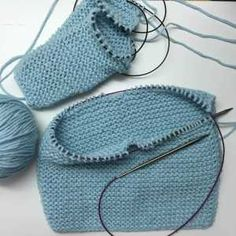 Patrón y tutorial de chaqueta de punto para bebé paso a paso, chaqueta duende 2017 Baby Knitting Patterns, Baby Booties Knitting Pattern, How To Start Knitting, Knitting For Kids, Tricot Baby, Baby Embroidery, Knitted Baby Clothes, Baby Vest, Crochet Bracelet