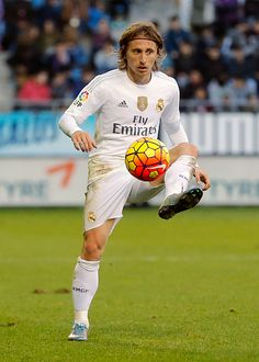 Luka Modric of Real Madrid controls the ball during the La Liga match between SD Eibar and Real Madrid at Ipurua Municipal Stadium on November 29...
