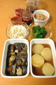 常備菜 : ナスの甘辛煮、焼き色付大根の煮物、大根の皮のごま風味和えもの、ミニほうれん草のお浸し、紅ほっぺいちごジャムとゼリー、とりそぼろ