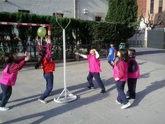 #PRIC Practicant jocs de bàsquet.Ed.Física 2014. pic.twitter.com/9svzjG8J6u