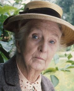 Joan Hickson as Miss Marple (Agatha Christie's Miss Marple) Agatha Christie, Mrs Marple, Pbs Mystery, Tv Detectives, Famous Detectives, Best Mysteries, Cozy Mysteries, Detective Series, Hercule Poirot