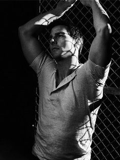Wow like Matthew McConaughey, Tom Cruise is hot super-sexy and buff! A total dreamboat and his eyes are so cute! Logan Lerman, Shia Labeouf, Amanda Seyfried, Tom Cruise Age, Most Handsome Actors, Celebrity Dads, Celebrity Crush, Celebrity Style, Z Cam