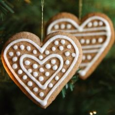 Shopgirl: GINGERBREAD CHRISTMAS ORNAMENTS featured on DETAILS  http://carolynsdetails.blogspot.com/