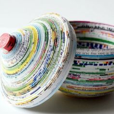 DIY Magazine bowl made with recycled magazines! Do some eco-friendly arts and crafts and upcycle your old magazines into a cute new bowl! Recycled Magazines, Old Magazines, Recycled Crafts, Recycled Materials, Diy Paper, Paper Crafting, Paper Art, Diy Projects To Try, Craft Projects