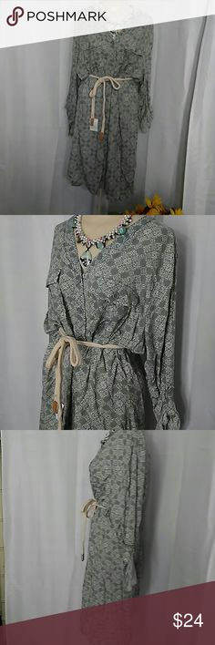 Sonoma Long Buttoned Shirt Dress Gray white graphic print 100% Rayon. Beautifully soft fabric. Drapes nicely. Size XXL. LOOSE FITTING. This dress is very classy looking on. It would be great with black boots for fall and winter Sonoma Dresses Midi