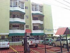 Apartamento en Santo Domingo Oeste, en excelente condiciones ubicado en Villa Aura, 120mts, 3 habitaciones, 2 baños, 2 parqueos, portón eléctrico RD$2,895,000.00