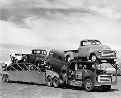Advance Design era GMC tandem tractor trailer truck hauling new GM pickups and panels Old Pickup Trucks, Gm Trucks, Cool Trucks, Gmc Pickup, Mini Trucks, General Motors, Antique Trucks, Vintage Trucks, Vintage Auto