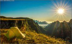 Confira a beleza da natureza na Serra do Rio do Rastro SC, roteiro procurado por aventureiros, amantes da natureza, geólogos e muito mais! Venha você também