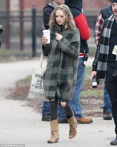Amanda Seyfried leaves Thomas Sadoski in LA as she starts filming ...