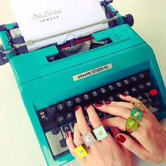 Write your best moments with Natanè. Boutique, Woman Fashion, Different Colors, Line, Swarovski, In This Moment, Jewels, Green, Bags