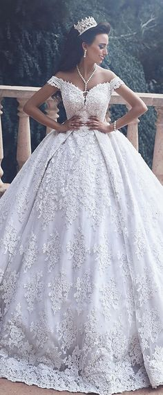 Gorgeous Tulle Off-the-shoulder Neckline Ball Gown Wedding Dresses With Lace Appliques & Hot Fix Rhinestone