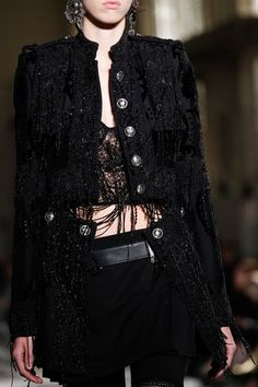 See detail photos for Alexander McQueen Spring 2017 Ready-to-Wear collection.