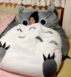 WANT A TOTORO BED!!?