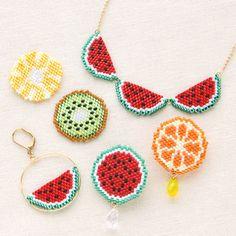 レシピNo.1479 ブリックステッチのフルーツモチーフアクセサリー Perler Bead Designs, Diy Perler Beads, Bead Embroidery Jewelry, Beaded Embroidery, Beaded Jewelry, Bead Crochet Patterns, Beading Patterns, Seed Bead Crafts, Handmade Beads