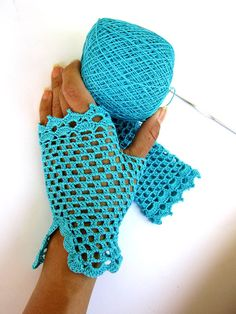 Artículos similares a crochet lace gloves turquoise fingerless gloves blue ocean blue sea cotton lace gloves flirty romantic feminine fishnet en Etsy