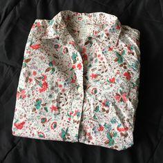 GAP Fitted Boyfriend Shirt Gap gotten boyfriend button down in a funky print! Only worn once! GAP Tops Button Down Shirts