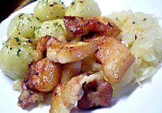 Moravští vrabci, dušené kysané zelí, klusky Czech Recipes, Ethnic Recipes, Czech Food, Snack Recipes, Snacks, Potato Salad, Menu, Cooking, Menu Board Design