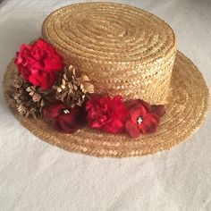 Te atreves con el rojo? ❤️ Tocados, canotier, coronas, peinas, pendientes, etc... Personalizad@s para ti. No dudes en contactar a través de Creartetanto@gmail.com #canotier #corona #peina #tocado #flamenca #bodas #eventos #creartetanto