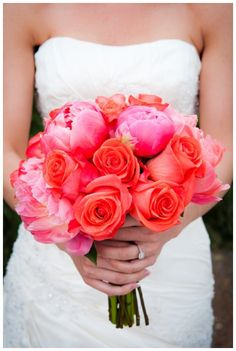Coral Wedding Inspiration - love the bouquet #Aphrodite's Wedding Blog