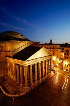 Panteón de #Roma, colosal templo circular de 43,5 metros de diámetro http://www.viajararoma.com/lugares-para-visitar-en-roma/panteon/ #turismo #Italia