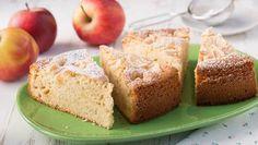 Backrezept für einen einfachen Apfelkuchen mit einem feinen, lockeren Rührteig. Der gelingt im Handumdrehen.