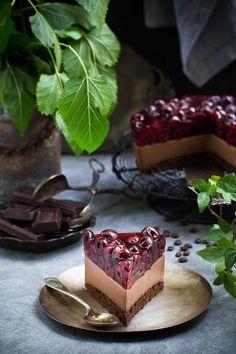 Ciasto czekoladowe z wiśniami Sweet Recipes, Cake Recipes, Dessert Recipes, Sweets Cake, Cupcake Cakes, First Communion Cakes, Deli Food, Torte Cake, Cocktail Desserts