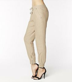 Stay cool this summer with these gorgeous marzipan linen pants featuring size zippers. Pair them with one of our graphic tops!