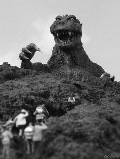 Godzilla (my dad loves older movies used to make me and my sister watch them with him every night. We own all the older godzilla movies) Classic Sci Fi, Classic Horror Movies, Horror Films, Horror Posters, Classic Image, Tv Movie, Sci Fi Movies, Old Movies, Giant Monster Movies