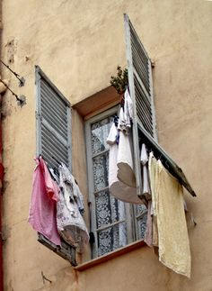 Menton - airing the laundry