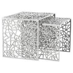 Très tendances, ces Tables basses GIGOGNE en aluminium sont encastrables et vous permettront de disposer à votre convenance vos objets du quotidien.