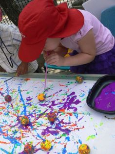 Dip ping pong balls in paint, then blow with straws. Great for messy art week Toddler Activities, Preschool Activities, Art For Kids, Crafts For Kids, Messy Art, Messy Play, Creative Curriculum, Ecole Art, Process Art