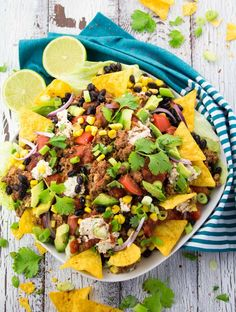 Taco Salad with Lentil Walnut Meat. You won't miss the meat in this vegan taco salad with lentil walnut meat black beans and avocado. Super delicious and incredibly healthy! Vegan Mexican Recipes, Vegan Breakfast Recipes, Veggie Recipes, Whole Food Recipes, Veggie Food, Beans Recipes, Drink Recipes, Salad Recipes, Dinner Recipes