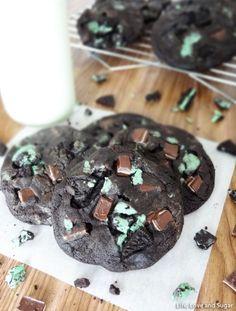 Double Mint Chocolate Cookies- my fav Christmas cokies! Cookie Desserts, Just Desserts, Cookie Recipes, Delicious Desserts, Dessert Recipes, Yummy Food, Delicious Cookies, Oreo Dessert, Cookie Cups