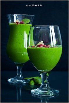 Koktajl ze szpinakiem i ananasem #smoothie #spinach Easy Healthy Smoothie Recipes, Vitamix Recipes, Healthy Drinks, Cooking Recipes, Juicing Vs Smoothies, Easy Smoothies, Smoothie Drinks, Cocktail Drinks, Cocktails