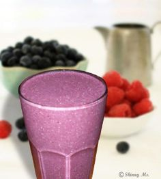 QUINOA Banana Blueberry Smoothie!  Can you believe it has quinoa in it?