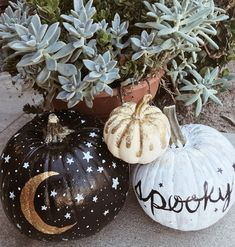 painted pumpkins Spooky Stuff Decorating pumpkins is a must for getting into the Halloween spirit, but we didn't want to deal with all the mess of carving this year! We took a twist Casa Halloween, Halloween Home Decor, Diy Halloween Decorations, Spirit Halloween, Halloween 2020, Holidays Halloween, Halloween Crafts, Happy Halloween, Victorian Halloween