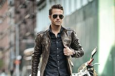 Travel basics: Leather Jacket, black skinny jeans, sneakers and sunglasses.