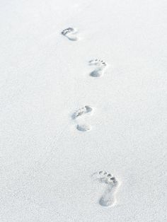 Footprints on the sandy white beach - summer whites mood board summer Shades Of White, Black And White, Pure White, White Sea, White Sand Beach, White Light, St Barts, Rise Of The Guardians, The Dark Artifices