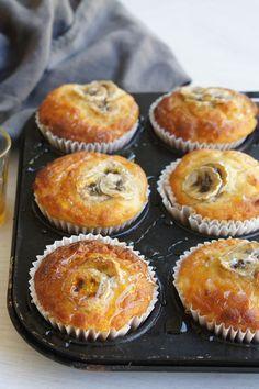 Yogurt and banana muffins Muffin Tin Recipes, Baking Recipes, Cake Recipes, Date And Walnut Loaf, Paleo Pumpkin Bread, Flours Banana Bread, Cheese Dip Recipes, Baking Muffins, Just Cakes