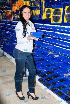 Tornilleros metálicos, ideales para organizar, almacenar, clasificar y exhibir tornillería, herrajes, repuestos, accesorios, herramientas y demás productos de tu establecimiento comercial. Te brindamos asesoría personalizada, Te esperamos! Tel: 4145213 en Bogotá.