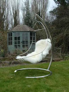 The Nirvana Chair is far more than a simple sculptural statement, is a piece of steel furniture that follow the natural shape of the reclining body. yes please..