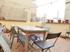 Marseille 5ème - Secteur Baille / Lodi - Au calme - T4 Lumineux de 104m² avec Terrasse de 24m² au 2ème étage d'un petit immeuble parfaitement entretenu à 2 pas du Métro et de toutes commodités. Il se compose d'un séjour de 36m² ouvrant sur la Terrasse - cuisine indépendante aménagée de 14m² - 3 chambres avec rangement chacune de 10,13 et 15m² - 1 salle de bains - 1 salle d'eau - WC indépendant - buanderie. Très bon état - Double vitrage - Stores électriques - Gaz de ville individuel.. Loyer…