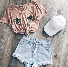 Just beachy love the palm tree shirt beach bound outfit Cute Summer Outfits, Cute Casual Outfits, Stylish Outfits, Spring Outfits, Casual Summer, Summer Dresses, Teen Fashion Outfits, Outfits For Teens, Girl Outfits