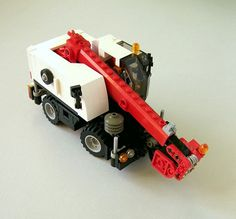 My second minifig scale small crane ; Lego Tractor, Lego Truck, Lego City Sets, Lego Sets, Lego Crane, Lego Fire, Lego Construction, Lego Worlds, Cool Lego Creations