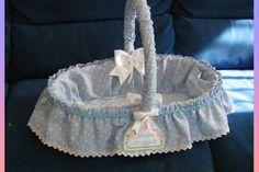 fai da te; Come fare un cesto per nascita - hobby creativi....fai da te Baby Boy Gift Baskets, Baby Boy Gifts, Cane Baskets, Easter Baskets, Diy And Crafts, Arts And Crafts, Napkin Folding, Little Girls, Baby Shower