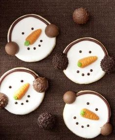 Snowman Cookies - They don& just make children& eyes shine: kochen. Christmas Goodies, Christmas Candy, Christmas Desserts, Christmas Treats, Christmas Baking, Christmas Time, Christmas Recipes, Snowman Cookies, Xmas Cookies