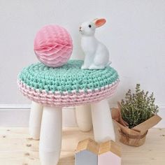 Ikea mammut stool and crochet Projects For Kids, Diy For Kids, Diy Projects, Ikea Furniture Hacks, Kids Furniture, Cotton Cord, Tissue Pom Poms, Stool Covers, Diy Bebe