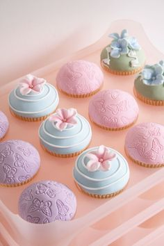 Cupcakes decorated with rolled fondant #cakes My goal is to become this talented at decorating cupcakes. Wendy